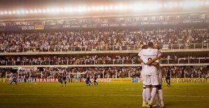 Santistas comemoram gol sobre o Brangantino
