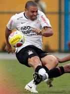 No zagueiro não, Ronaldo!! (fonte da imagem: globoesporte.globo.com )